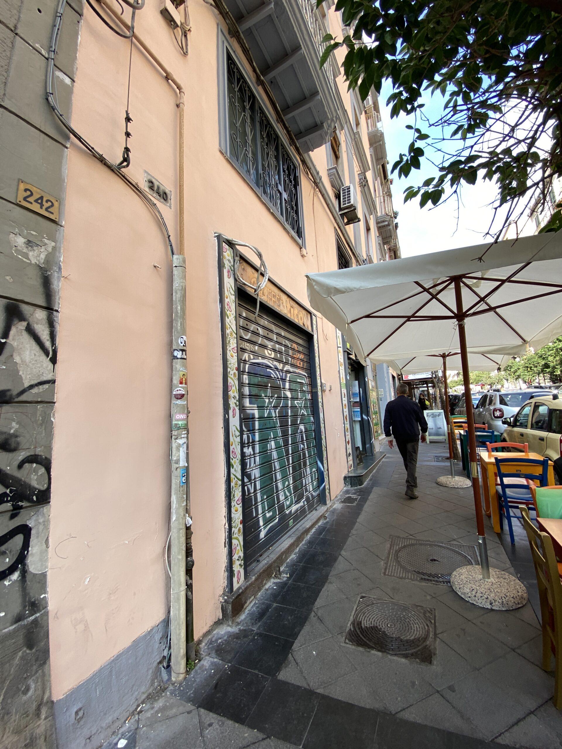 Napoli via Duomo locale commerciale